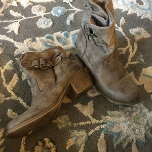 Roxy brownish tan ankle boots